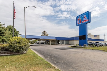 Picture of Motel 6 Pekin, IL in Pekin