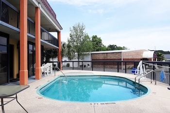 Picture of OYO Hotel Hinesville Oglethorpe in Hinesville