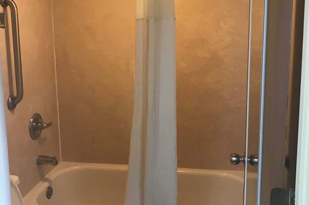 Стандартный номер, 2 двуспальные кровати «Квин-сайз», для курящих - Ванная комната