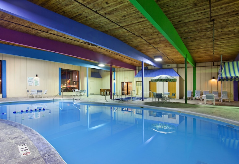 Holiday Inn Rockford, Rockford, Pool