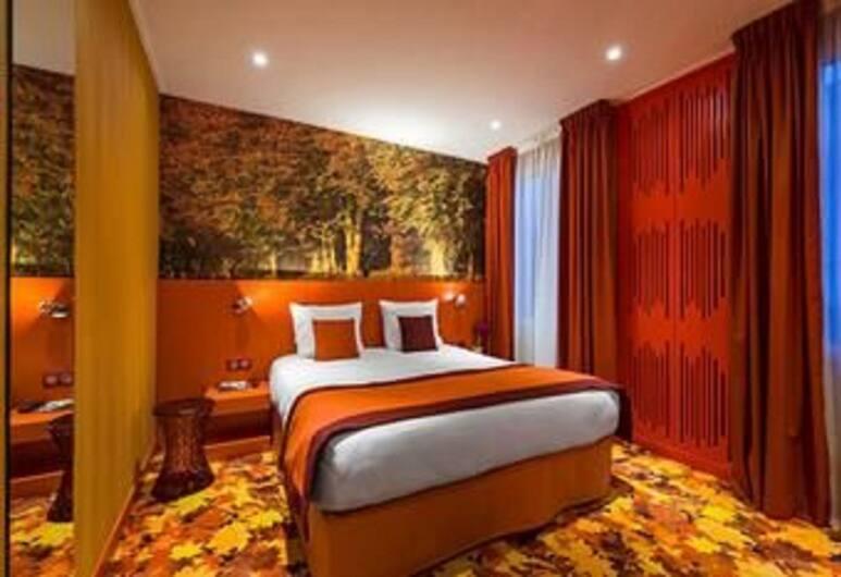 Hotel Les Jardins de Montmartre, Paris, Deluxe Room, Guest Room View