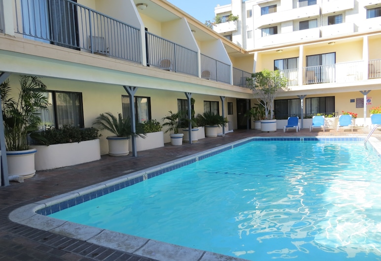 Days Inn by Wyndham Hollywood Near Universal Studios, Los Angeles, Havuz