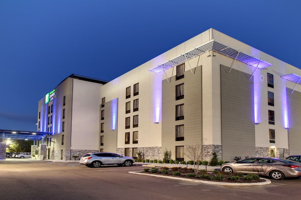 Holiday Inn Express & Suites Jackson Downtown - Coliseum, an IHG Hotel