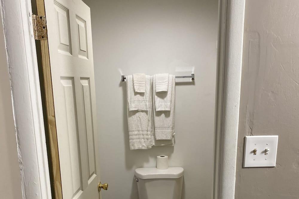 Oda, 2 Çift Kişilik Yatak - Banyo