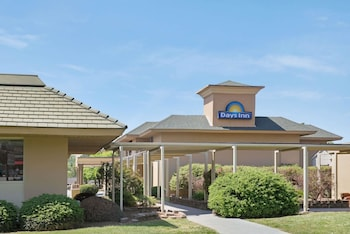 Picture of Days Inn by Wyndham Charlotte/Woodlawn Near Carowinds in Charlotte