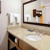 Zimmer, 2Queen-Betten, Nichtraucher, Ausblick (City/Mountain View) - Badezimmer
