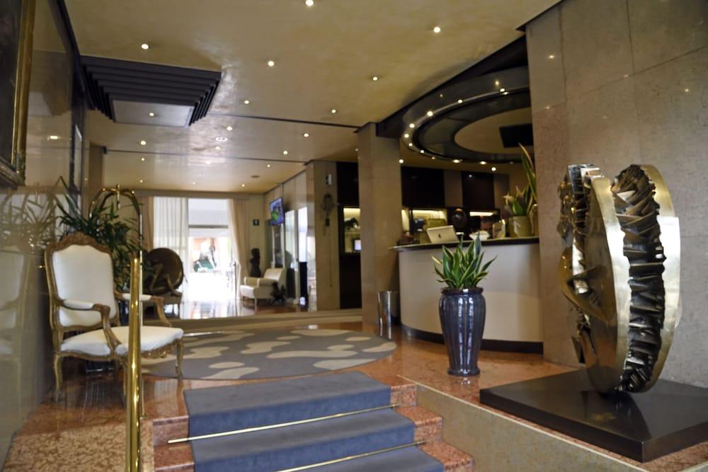 Grand Hotel Verona Interior Entrance