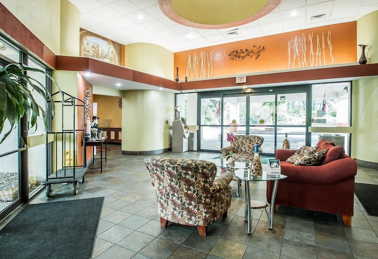 Quality Inn & Suites Kansas City I-435N Near Sports Complex, קנזס סיטי, לובי