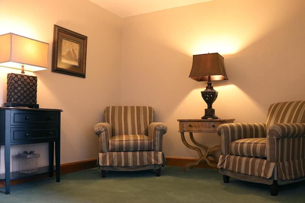 Standard Deluxe King Room - Living Area