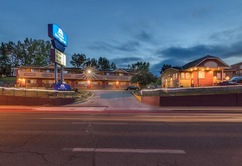 Canadas Best Value Inn Calgary Chinook Station, Calgary, Hotel Front – Evening/Night
