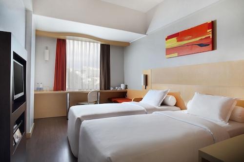 Ibis Jakarta Arcadia Jakarta Info Photos Reviews Book At Hotels Com