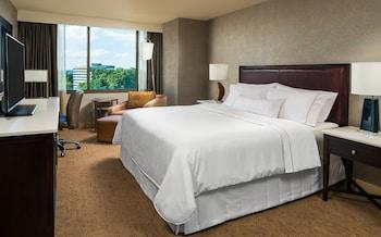 Introduce sus fechas y vea precios de hoteles última hora en Falls Church