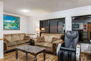 위치타의 하워드 존슨 호텔 바이 윈덤 위치타 에어포트 사진