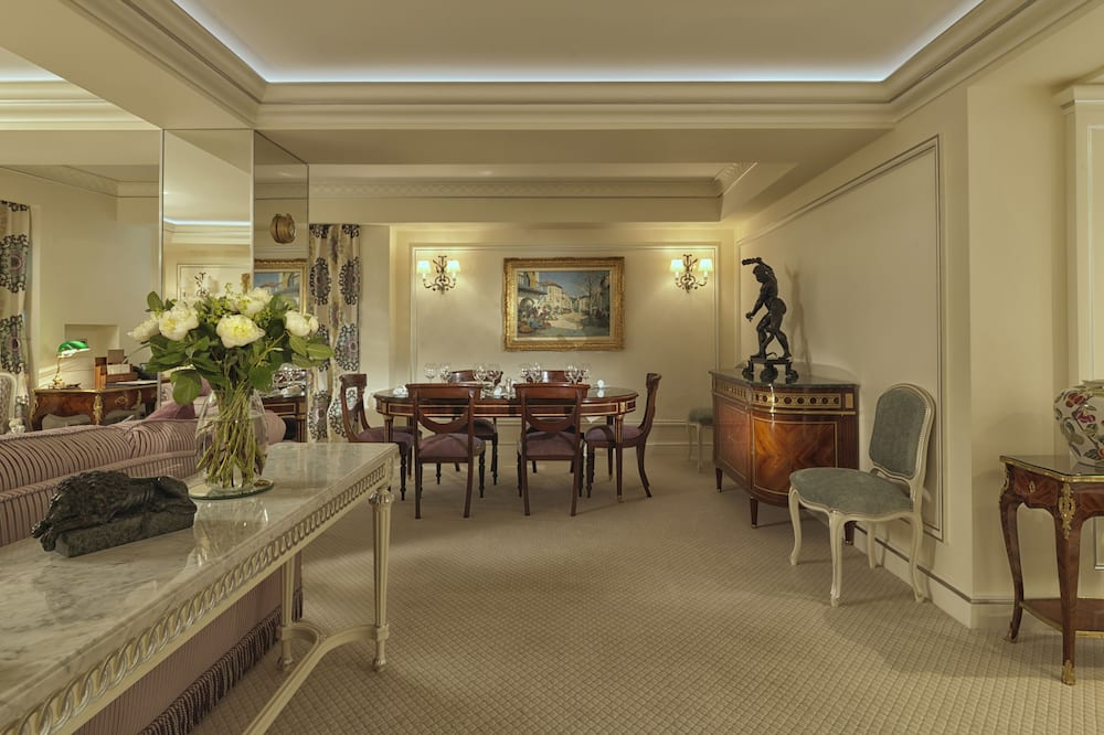 Suite (The Green Park) - Living Area