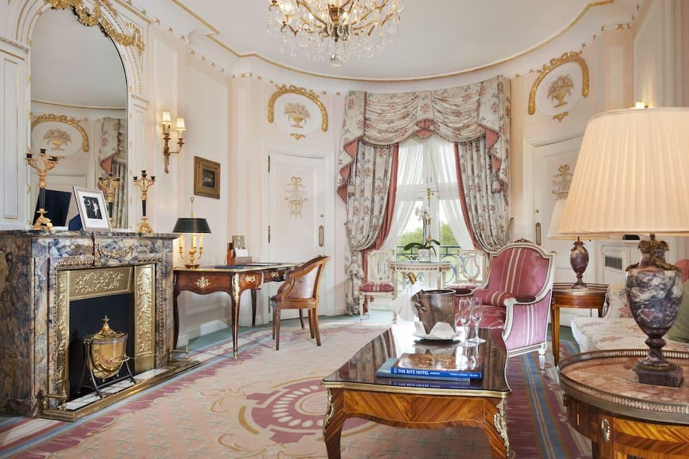 2 Bedroom Deluxe Suite - Living Area