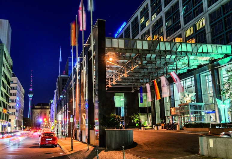 โรงแรมมารีทิม โปรอาร์ต เบอร์ลิน, เบอร์ลิน, ด้านหน้าของโรงแรม - ช่วงเย็น/กลางคืน