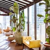 Luxury-Penthouse, 1King-Bett, verschiedene Ausblicke (The Residence, Entire 19th Floor) - Wohnbereich