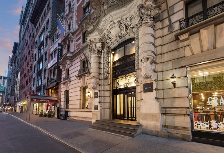 The Hotel @ Fifth Avenue, New York, Buitenkant