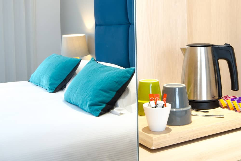 Superior Room, 1 Queen Bed, Non Smoking (Larger Room) - In-Room Dining