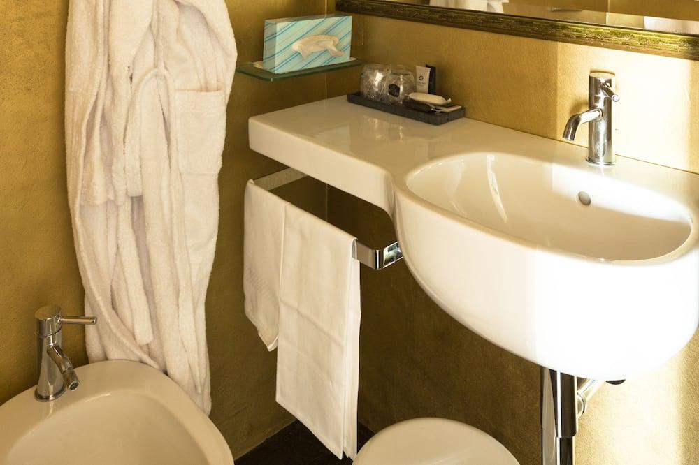 Standartinio tipo kambarys, 1 viengulė lova (Bed is French Bed) - Vonios kambarys