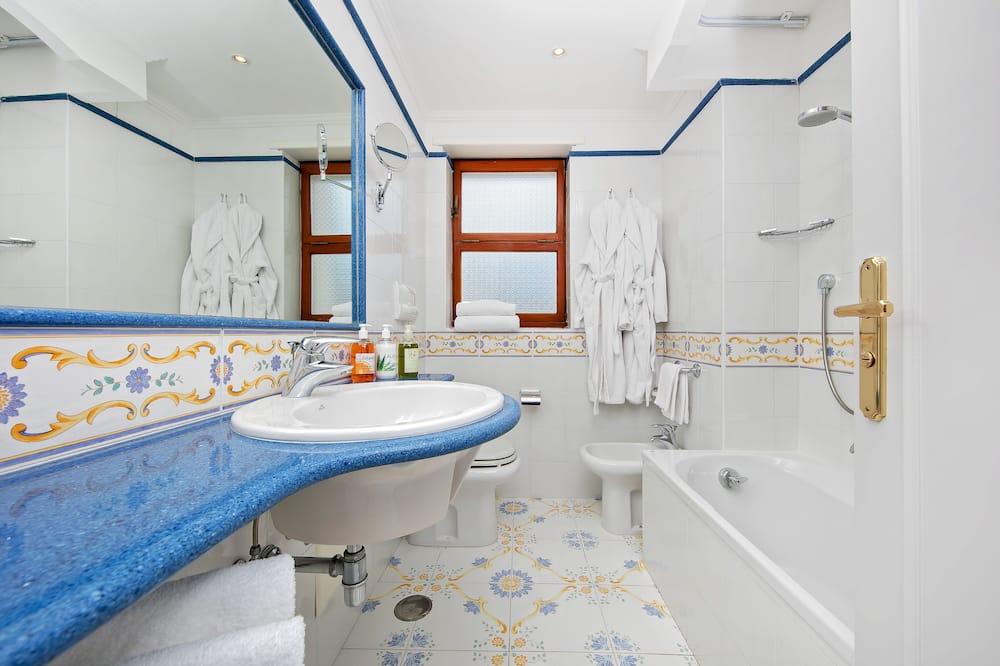 Standard Double or Twin Room, Balcony, Sea View - Bilik mandi