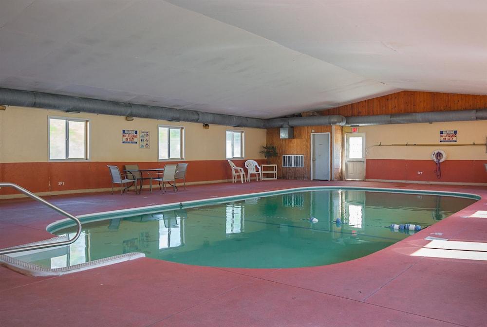 Motel 6 Hannibal Mo Pool