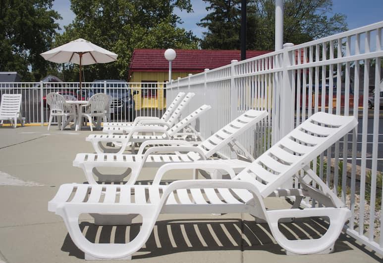 Econo Lodge Inn & Suites South, Sandusky, Basen odkryty