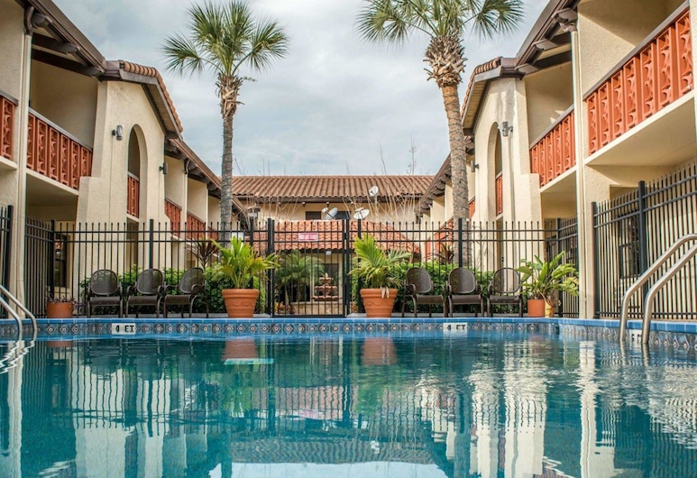 Quality Inn & Suites Tampa - Brandon near Casino, Tampa, Bazén