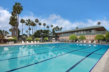 Picture of Anaheim Plaza Hotel & Suites in Anaheim