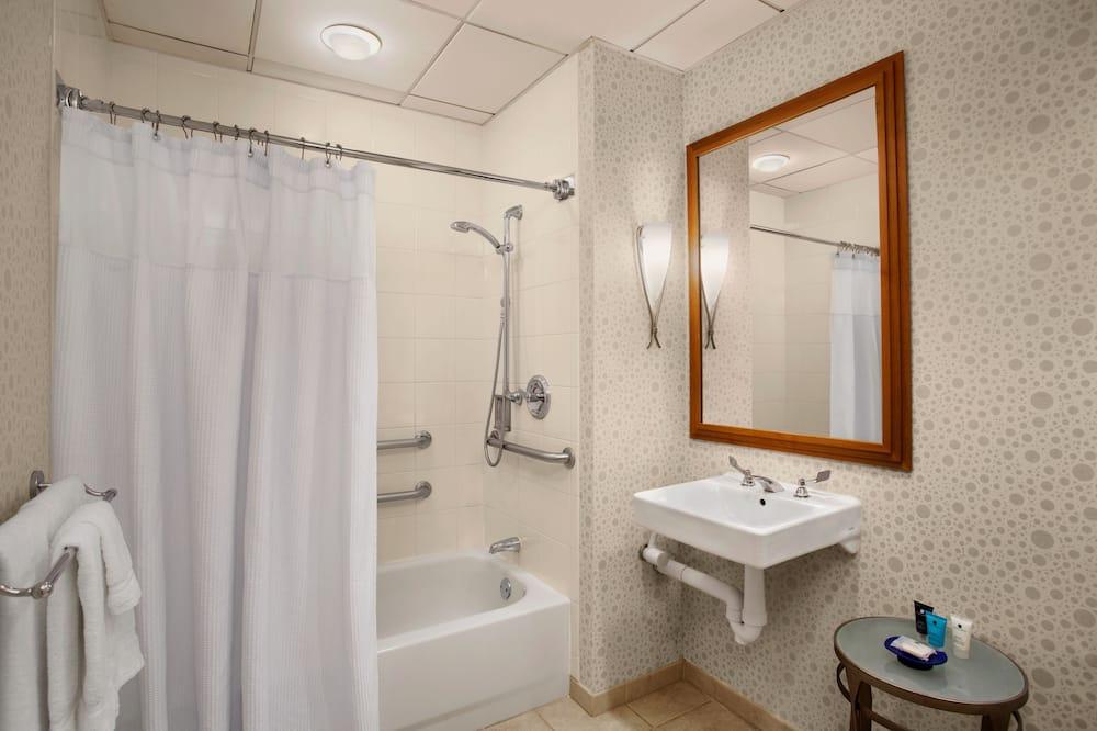 Room, 1 Katil Raja (King), Accessible, Non Smoking (Mobility) - Bilik mandi