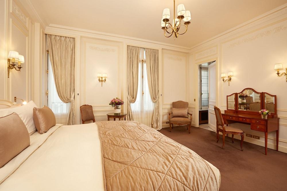 Book hotel raphael in paris for Seven hotel paris booking