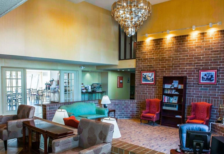 Comfort Inn & Suites North at the Pyramids, Indianapolis, Tiền sảnh
