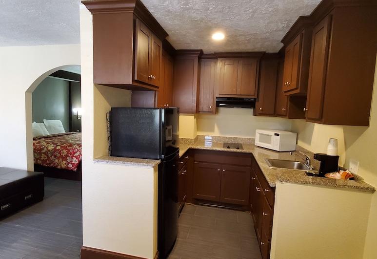 Rodeway Inn & Suites Houston Medical Center, Houston, Standartinio tipo kambarys, 1 labai didelė dvigulė lova, Nerūkantiesiems, Virtuvė viešbučio kambaryje