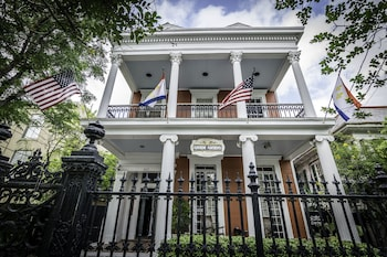 Picture of Rathbone Mansions in New Orleans