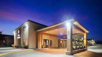Picture of Best Western Cedar Inn in Cedar Park