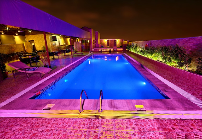 Excelsior Hotel Downtown, Dubai, Pool