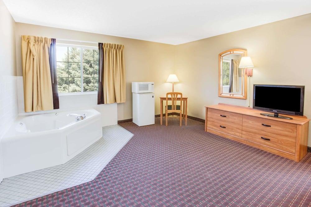 Studio Suite, 1 King Bed, Non Smoking - Guest Room
