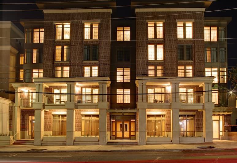 Courtyard Charleston Historic District, Charleston, Facciata hotel (sera/notte)