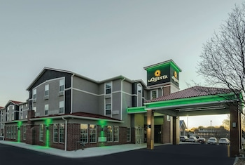 Picture of La Quinta Inn & Suites by Wyndham Kansas City Airport in Kansas City