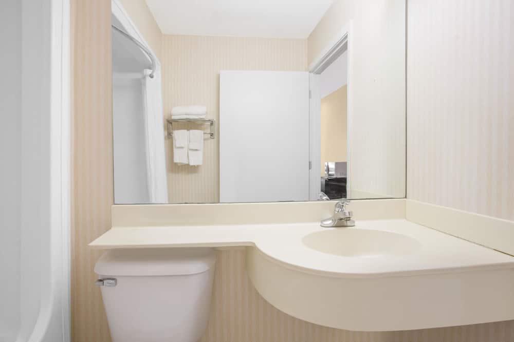 Standardværelse - 1 queensize-seng - Badeværelse