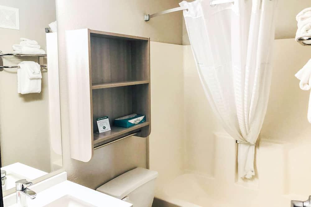 Štandardná izba, 2 veľké dvojlôžka, bezbariérová izba - Kúpeľňa