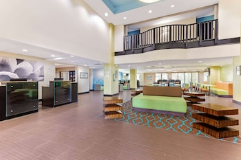 Picture of La Quinta Inn & Suites by Wyndham Tampa North I-75 in Tampa