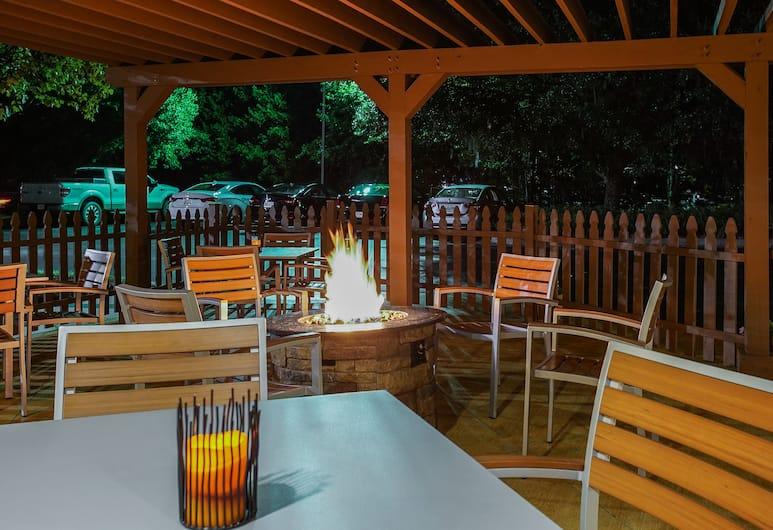Springhill Suites by Marriott Savannah Midtown, Savannah, Courtyard