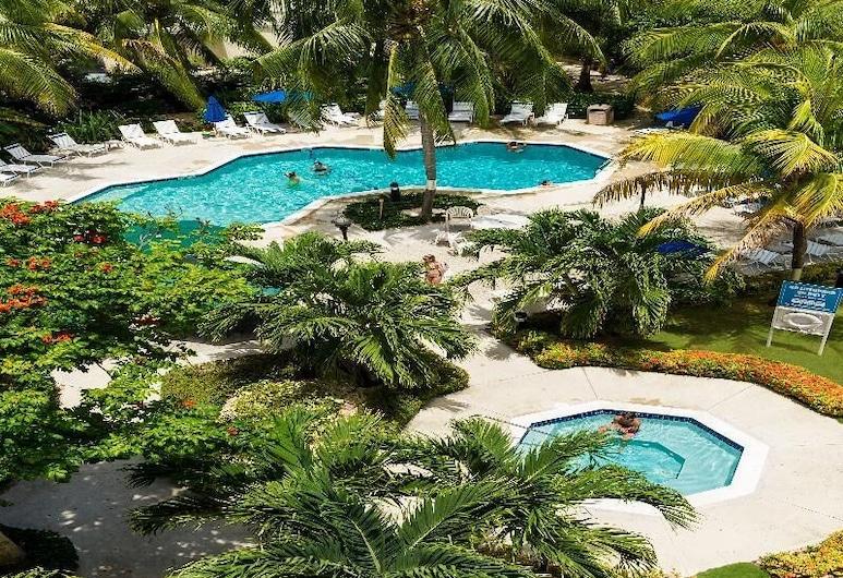 Comfort Suites Seven Mile Beach, Seven Mile Beach, Pool