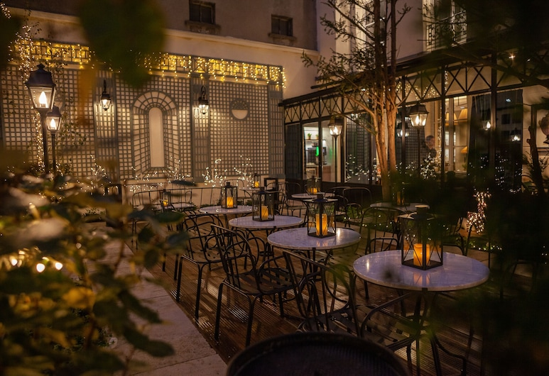 Hotel Lord Byron, Paris, Courtyard