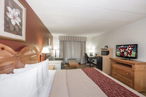 斯塔福德紅屋頂套房飯店/