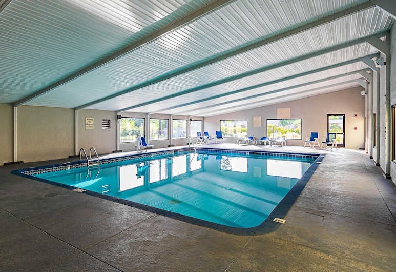Clarion Inn & Suites Near Downtown, Knoxville, Medence