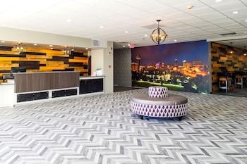 Hình ảnh Clarion Inn & Suites Near Downtown tại Knoxville