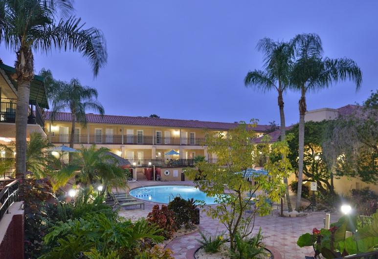 Holiday Inn Hotel & Suites Tampa North - Busch Gardens Area, טמפה, אזור חיצוני
