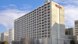 Choose This Hilton Hotel in Arlington - Online Room Reservations